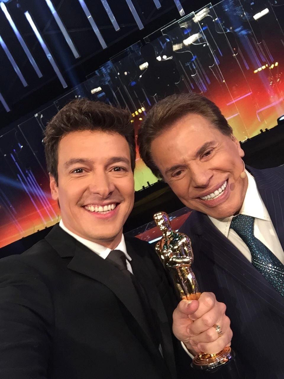 Rodrigo Faro e Silvio Santos no Troféu Imprensa