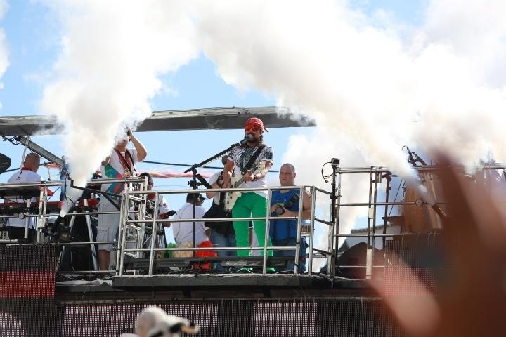 5.fev.2016 - Em seu terceiro carnaval solo, Bell Marques agitou o circuito Barra-Ondina com sucessos de sua antiga banda, Chiclete com Banana