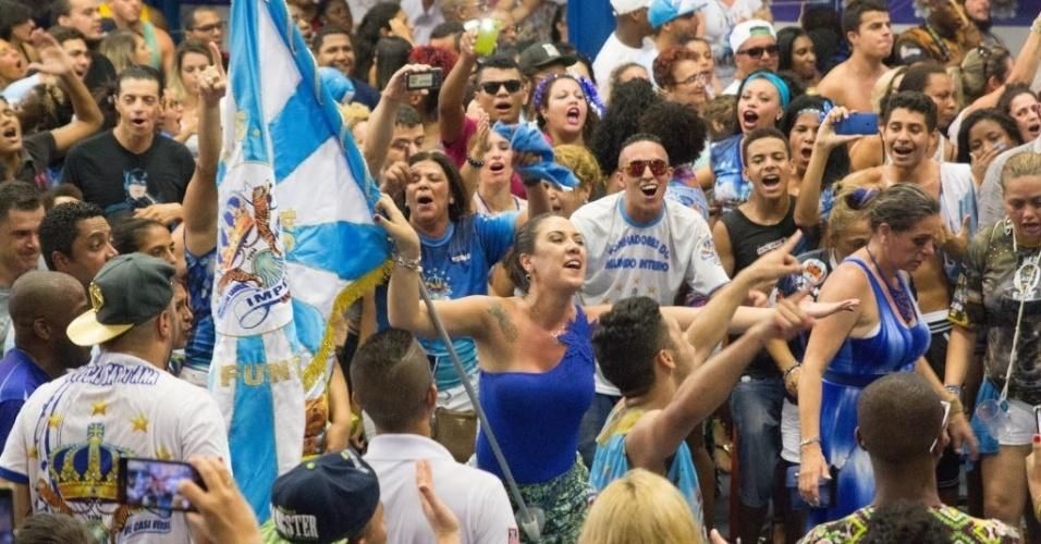 9.fev.2016 - Comunidade da Casa Verde, bairro da zona norte de São Paulo, comemora o primeiro lugar da Império no Carnaval 2016