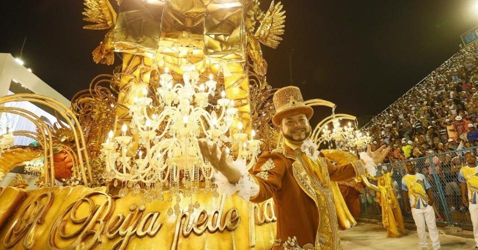 13.fev.2016 - Quinta colocada, a Beija Flor foi a segunda escola a entrar na Sapucaí no Desfile das Campeãs