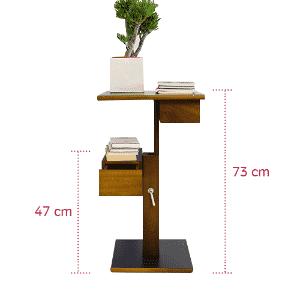 """Uma boa saída em um apartamento pequeno é ter um móvel """"mutável"""". Por exemplo, a peça Nuit, da Resource Furniture (www.resourcefurniture.com), é uma micro estante que se transforma em uma mesa de apoio quando a prateleira superior é recolhida. Prática, estilosa e adaptável - Divulgação/ Arte UOL"""