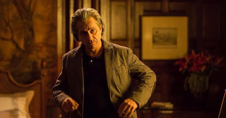 Alexandre Nero aparece de cabelos brancos caracterizado como João Carlos Martins no filme