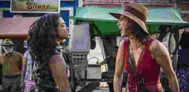 """17.jun.2016 - Luzia (Lucy Alves) e Tereza (Camila Pitanga) brigam em """"Velho Chico"""" - Reprodução/GShow"""
