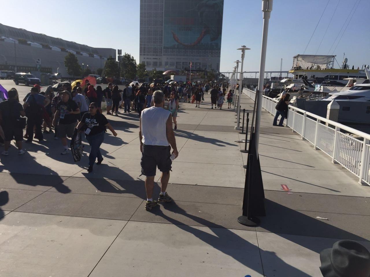 23.jul.2016- Fãs fazem fila para entrar no Hall H, principal auditório da Comic-Con. Lá a DC e a Marvel irão apresentar suas novidades para o cinema neste sábado