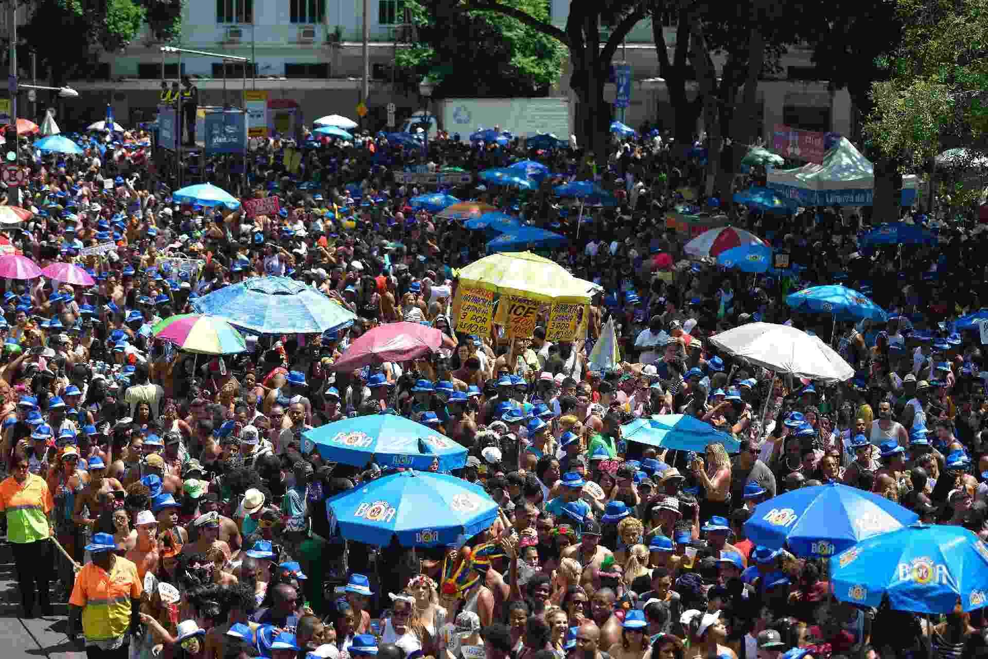 5.mar.2017 - Foliões lotam a Av. 1º de Março, no centro do Rio, para seguir o Monobloco em ressaca de Carnaval - Fabio Teixeira / UOL