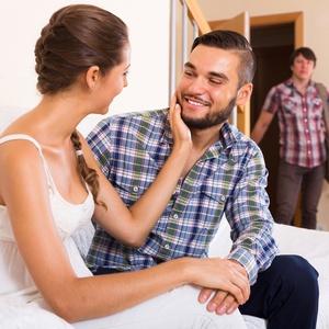 homem-ve-mulher-com-outro-1498246848762_v2_300x300.jpg