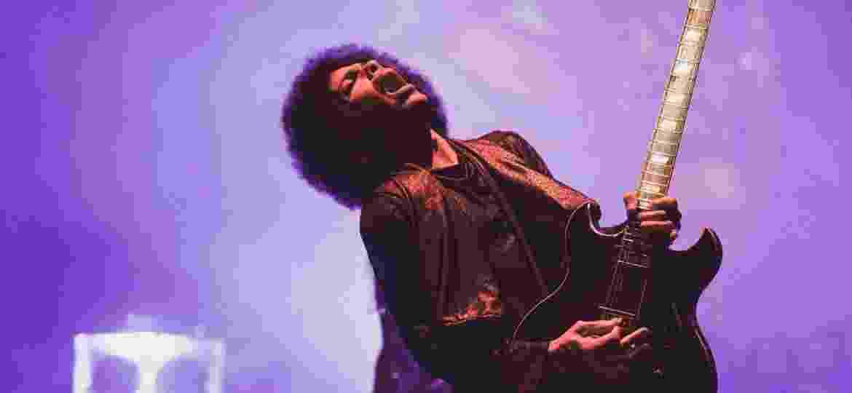 O cantor Prince no palco em 2015 - Getty Images