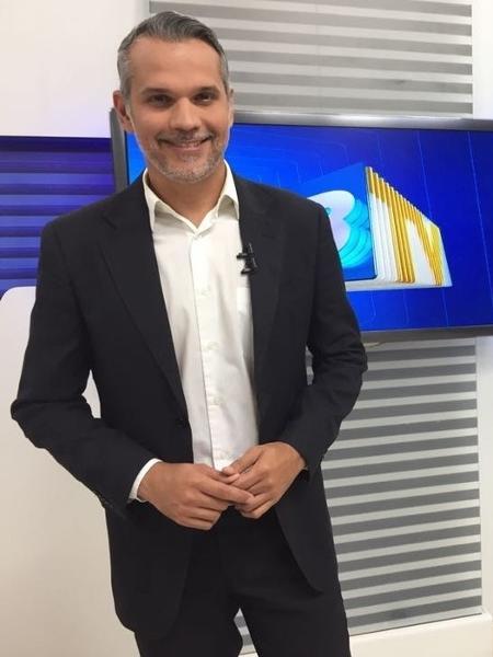 O apresentador Alexandre Farias, da ABTV, foi vítima de bala perdida em Caruaru (PE) - Reprodução