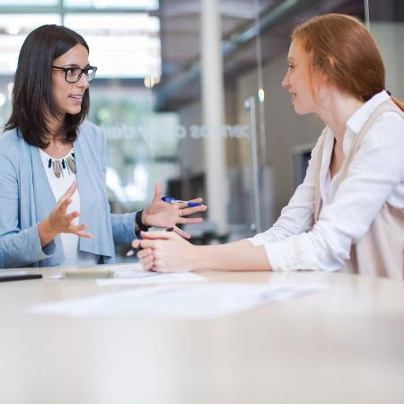 Mulheres no trabalho; coach - Getty Images