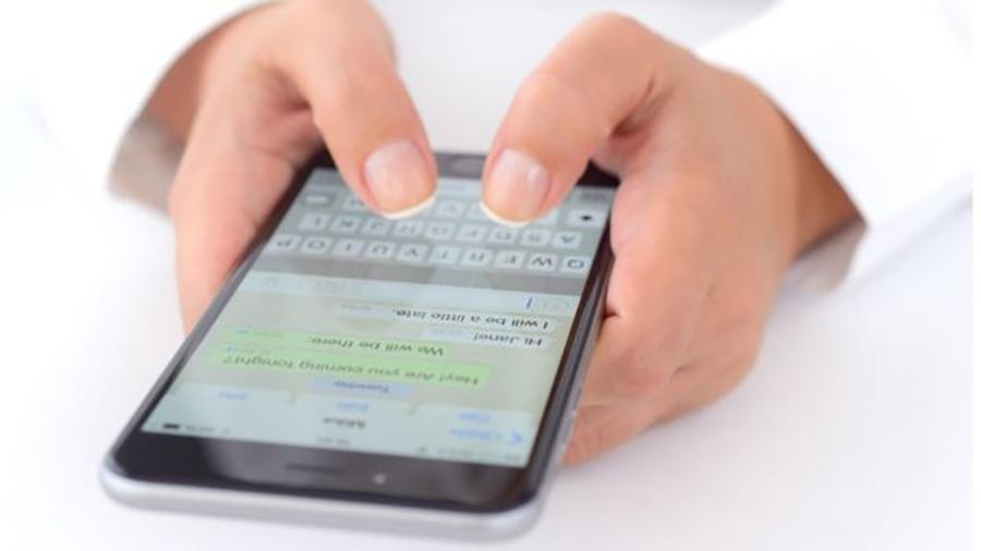 celular digitação