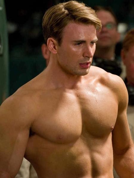 """Chris Evans em cena de """"Capitão América"""" - Reprodução"""