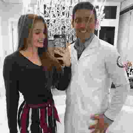 Anna Livya Padilha posa com o cirurgião Eurico Santiago, com quem implantou silicone nos seios - Reprodução/Instagram/annalivya1 - Reprodução/Instagram/annalivya1