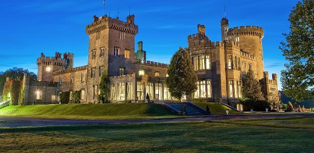Conheça hotéis do mundo que funcionam em castelos e palacetes incríveis