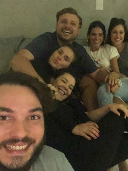 Fernanda Souza, Carolina Dieckmann e Bruna Marquezine com amigos - Reprodução/Instagram