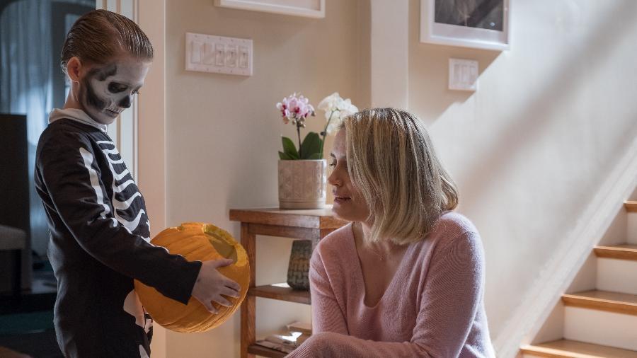 """Miles (Jackson Robert Scott) e Sarah (Taylor Schilling) em cena de """"Maligno"""" - Divulgação"""