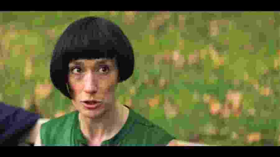 """Cena da série """"Fleabag"""" em que personagem reclama de corte de cabelo: """"Fiquei parecida com um lápis!"""" - Reprodução"""