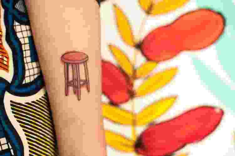 Juliana eternizou a paixão pelas obras feitas à mão como uma tatuagem no braço - Mafê Oliveira - Mafê Oliveira