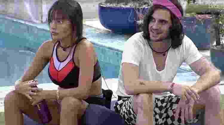 BBB 21: Fiuk conversa com Thaís na área externa - Reprodução/ Globoplay - Reprodução/ Globoplay