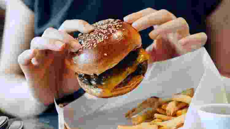 Fast food; hamburguer - mobile - Getty Images - Getty Images