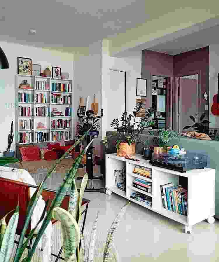 Ambiente aberto ganha divisórias criativas a partir dos móveis dispostos - Arquivo Pessoal - Arquivo Pessoal