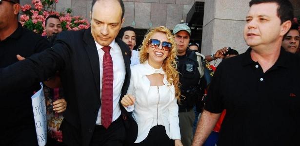 Sorrindo, Joelma deixa o fórum em Recife após assinatura do divórcio - Marcelo Loureiro/AgNews