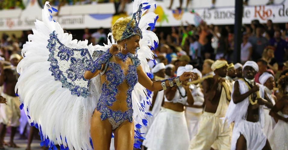 8.fev.2016 - Ana Hickmann desfilou como destaque de chão da Grande Rio, na madrugada desta segunda-feira