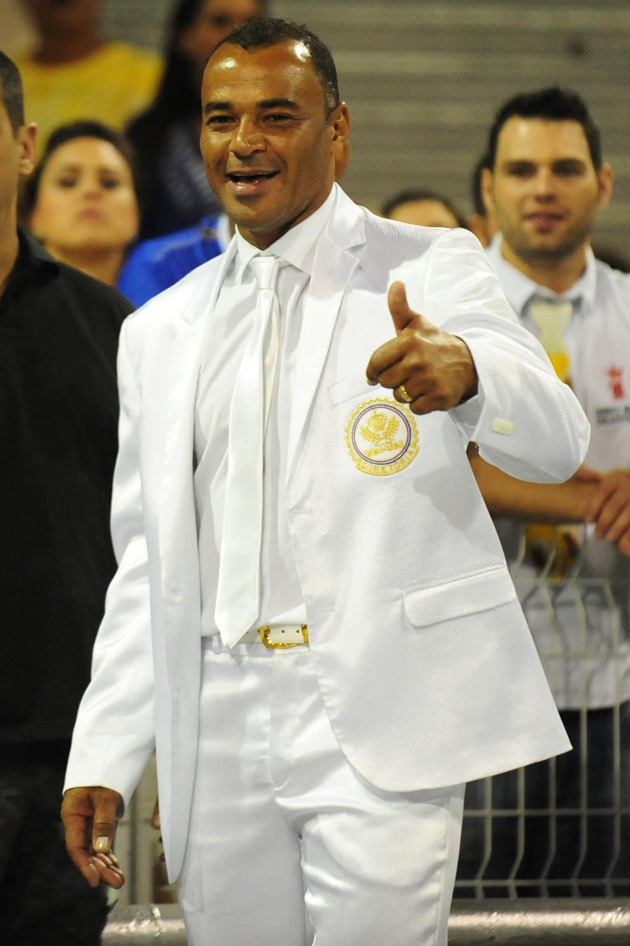 13.fev.2016 - Cafu, capitão da seleção brasileira nas Copas de 2002 e 2006, sambou com a Vai-Vai do desfile das campeãs