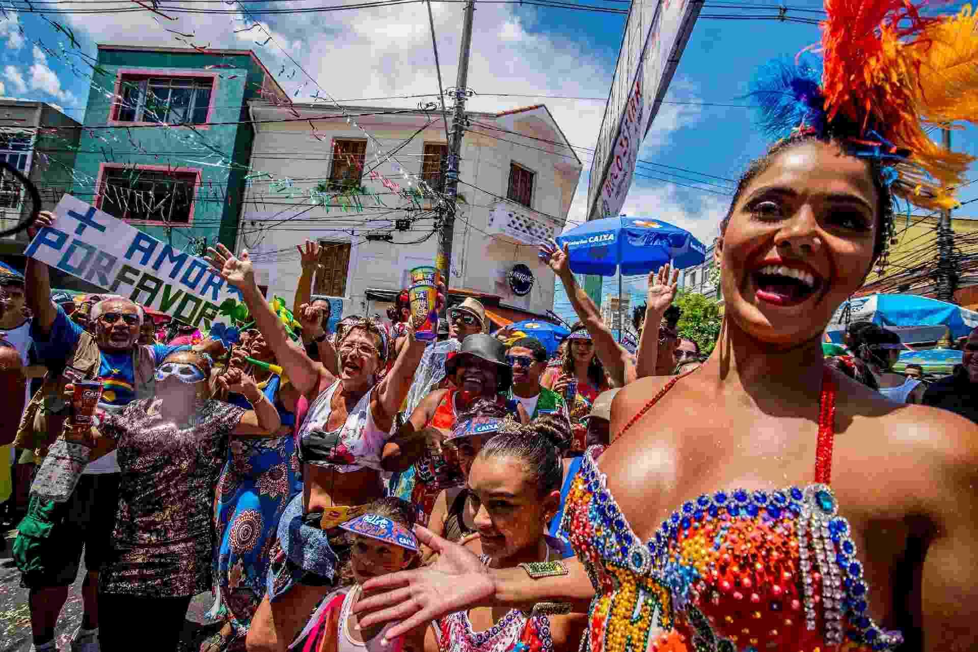 """Bloco """"Bloco dos Esfarrapados"""" já toma a conta das ruas do Bexiga, bairro de São Paulo - CRIS FAGA/FOX PRESS PHOTO/ESTADÃO CONTEÚDO"""