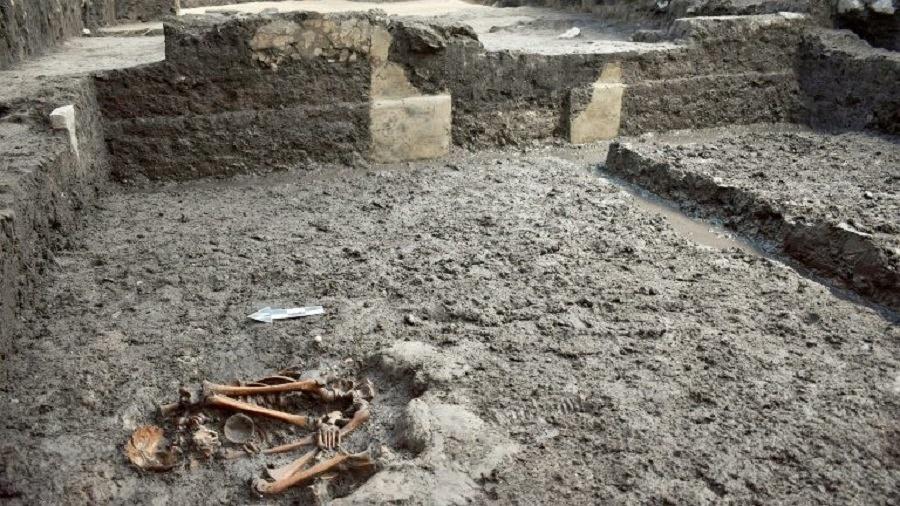 Imagem do Instituto Nacional de Antropologia mostra restos de astecas que viveram em Colhuacatonco, na Cidade do México - INAH/AFP
