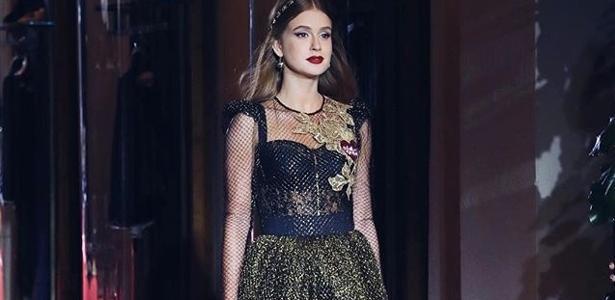 c49172cd7338b Marina Ruy Barbosa brilha novamente na passarela da Dolce   Gabbana -  23 09 2017 - UOL Universa