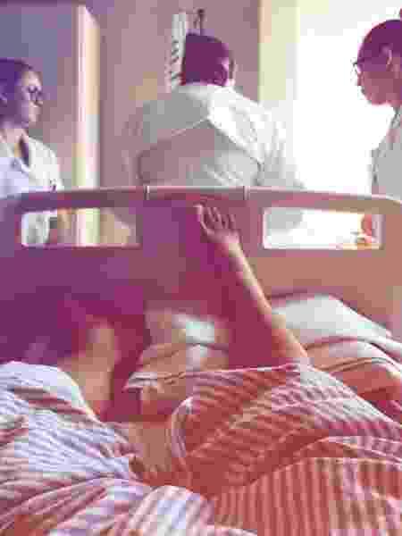 Léo Rosa agradece enfermeiras em primeira foto no hospital - Reprodução/Instagram/leorosa__ - Reprodução/Instagram/leorosa__
