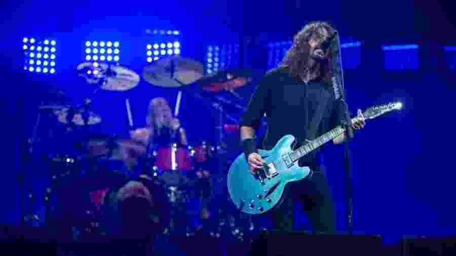 Dave Grohl toca com o Foo Fighters nos EUA, em junho de 2017 - AFP