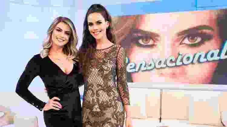 "Babi Rossi é entrevistada por Daniela Albuquerque no programa ""Sensacional"" - Andrea Dallevo/ RedeTV! - Andrea Dallevo/ RedeTV!"