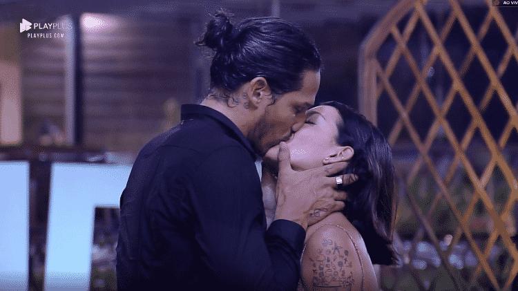 Amigos de Gabi Prado torcem para que o romance com João Zoli continue fora do reality show da Record - Reprodução/Play Plus - Reprodução/Play Plus
