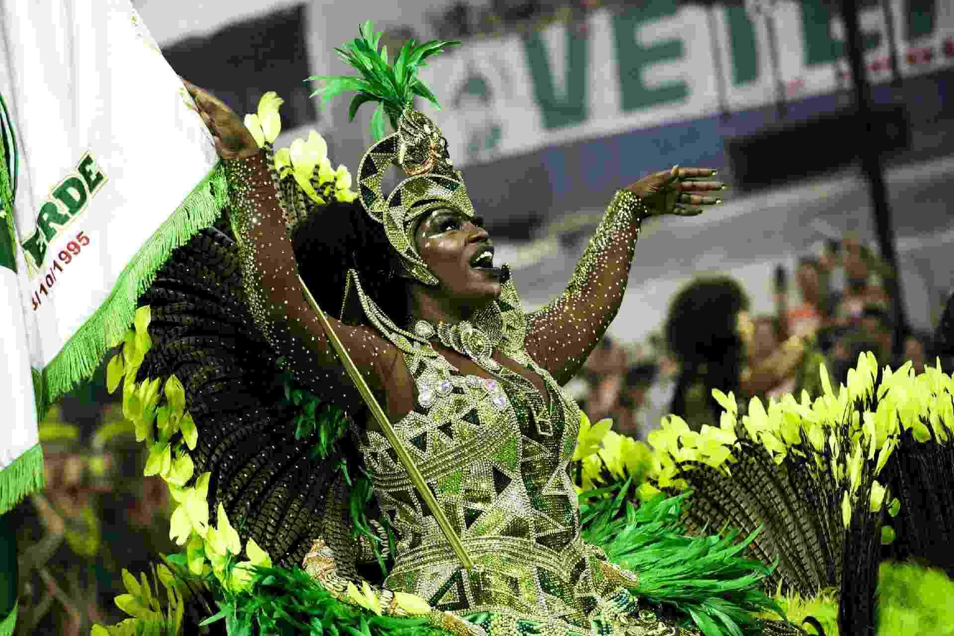Porta-bandeira desfila com a Mancha Verde no Desfile das Campeões, em São Paulo - Mariana Pekin/UOL