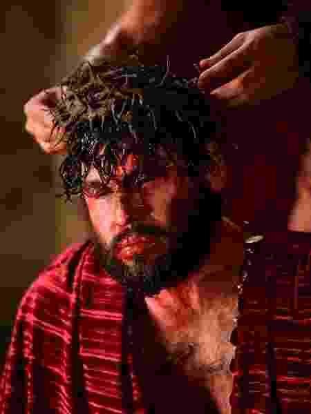 Jesus (Dudu Azevedo) recebe coroa de espinhos em novela - Blad Meneghel/Record TV