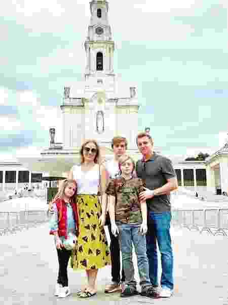 Angélica e Luciano Huck com os filhos Benício, Joaquim e Eva em Fátima - Reprodução / Instagram