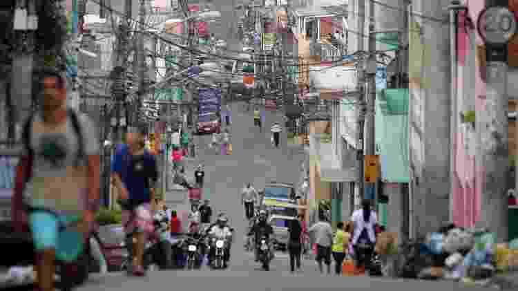 """Paraisópolis tem 100 mil habitantes e a maior densidade populacional do Brasil; moradores e associações se preparam para """"guerra"""" caso vírus seja confirmado na comunidade - JOSÉ PATRÍCIO/AE"""