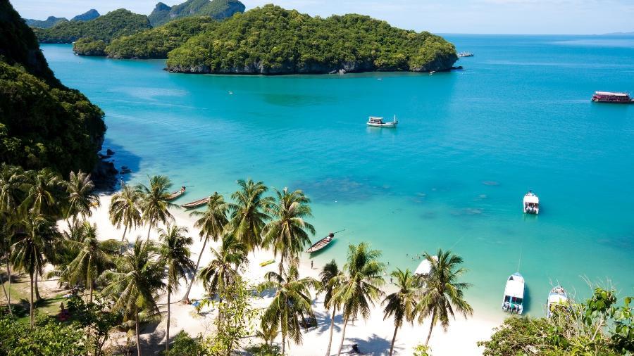 Praia do parque nacional de AngThong, em Koh Samui, na Tailândia. A ilha já voltou a receber turistas na fase piloto da reabertura - Getty Images