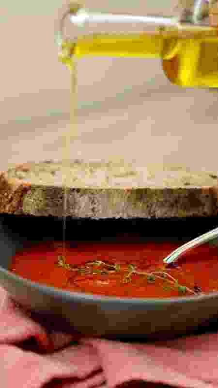 Azeite: finaliza a sopa que pode ser servida com pão - Mariana Pequim - Mariana Pequim