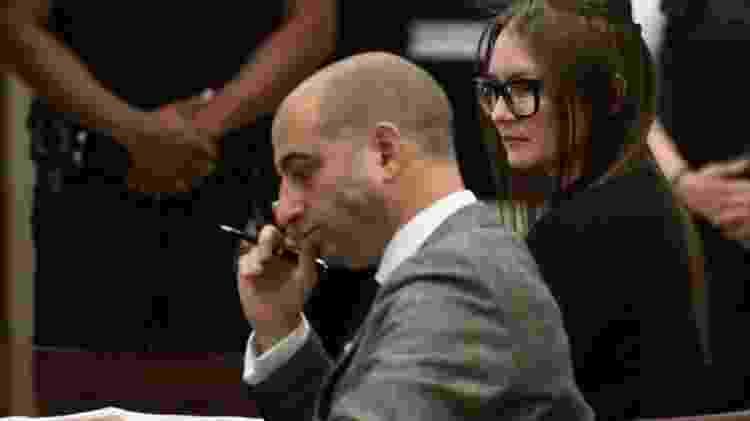 Anna no tribunal com seu advogado, Todd Spodek - GETTY IMAGES - GETTY IMAGES