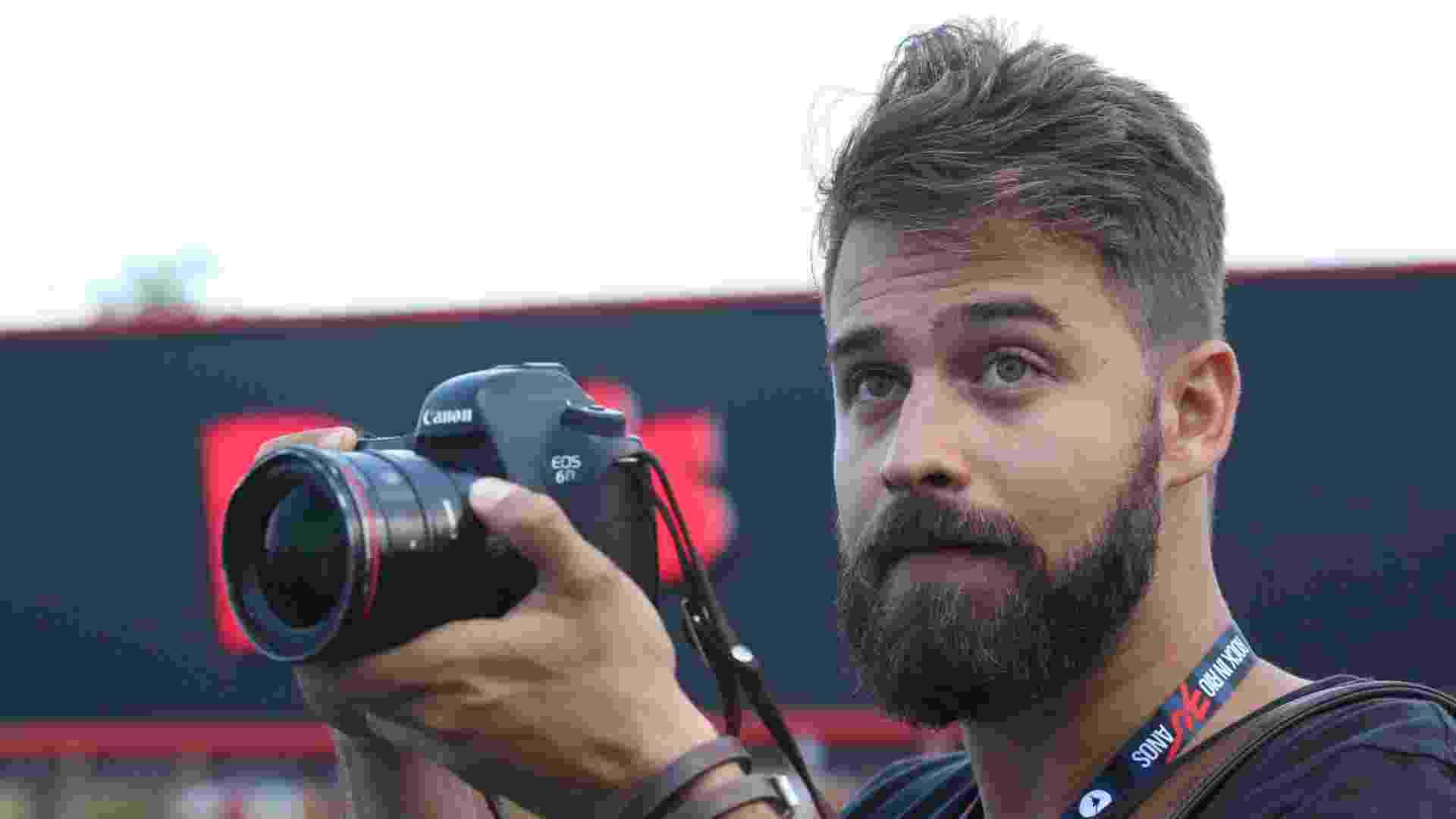 27.set.2015 - Os gatos não estão só no público, o Rock in Rio 2015 tem fotógrafo gato também. - Marco Antonio Teixeira/UOL
