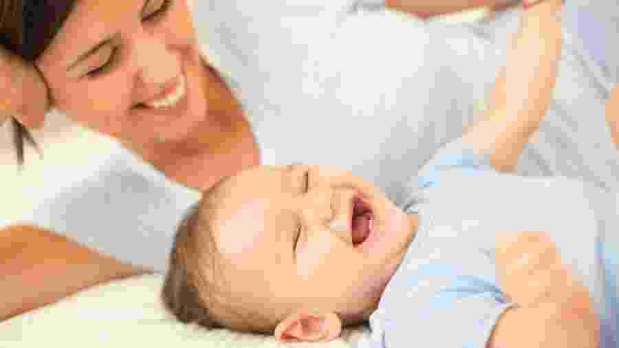 Rir é bom para aliviar a dor e transmitir bons sentimentos para outras pessoas - Getty Images