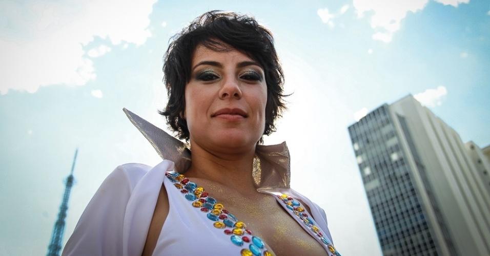 31.jan.2016 - A atriz Andreia Horta desfila em cima do Trio Elétrico do bloco Acadêmicos do Baixa Augusta, que desfila pela primeira vez pela Av. Consolação, na região central de São Paulo.