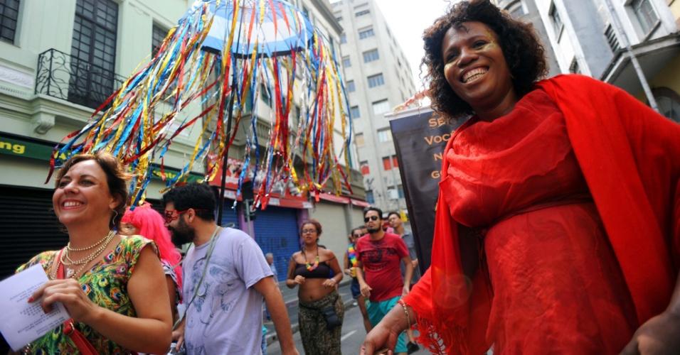 7.fev.2016 - Cordão do Triunfo arrastou 150 pessoas pela região da Boca do Lixo para homenagear o teatro e cinema locais
