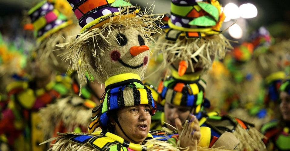 8.fev.2016 - Ala de espantalhos fez parte do desfile da Unidos da Tijuca, que falou sobre a agricultura