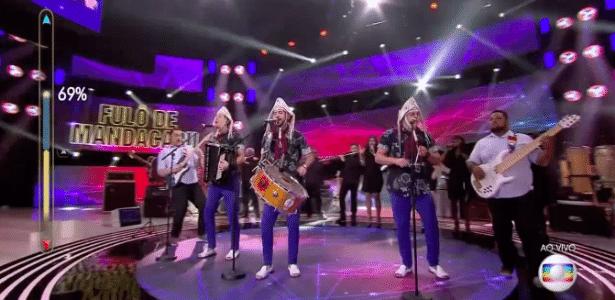 """19.jun.2016 - A banda Fulô de Mandacaru se apresenta no """"SuperStar"""", da Globo - Reprodução"""