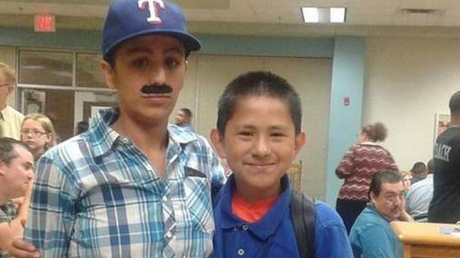 """Ao estilo """"Mario Bros"""", Yevette Vasquez participa com o filho Elijah de evento para pais no Texas - Yevette Vasquez/Reprodução"""