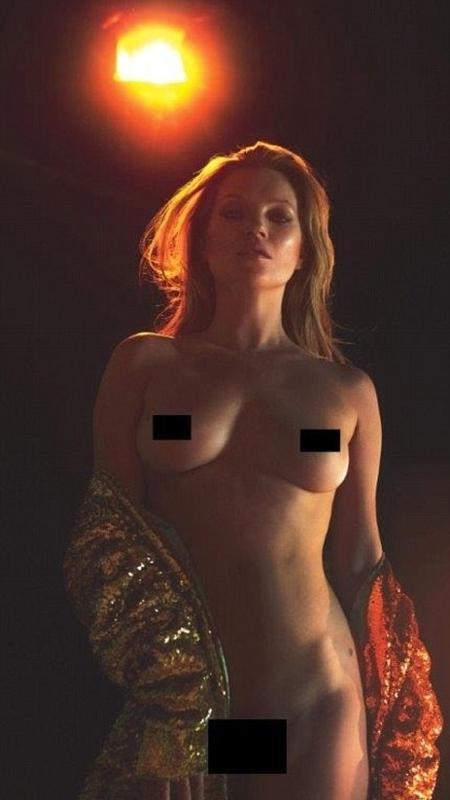 Kate Moss ficou completamente nua para revista - Reprodução