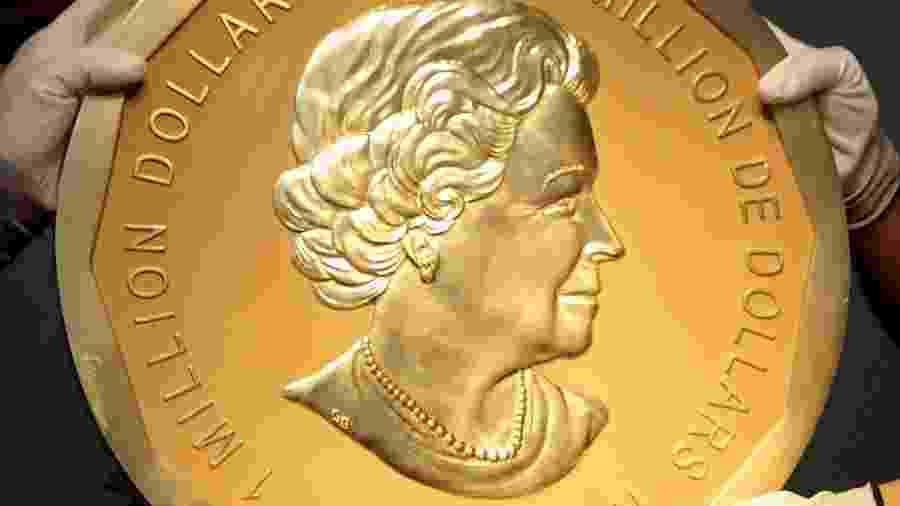 Imagem de arquivo mostra moeda de ouro igual à que foi roubada em Berlim, uma das maiores do mundo, no valor de 1 milhão de dólares canadenses - Heinz-Peter Bader/Reuters